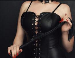 Dominatrice cherche esclaves Paris