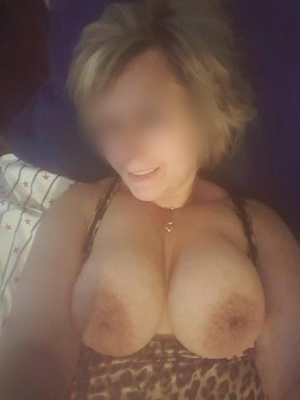 Viens faire du bien à mes gros seins