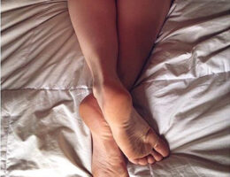 Petite bourgeoise plan baise feet fetish Paris 6