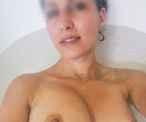 Safia, belle maghrébine gros seins, Courbevoie